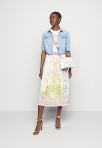 Versace Jeans Couture - TEE - Triko spotiskem - optical white - 1