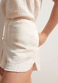OYSHO - Shorts - white - 3