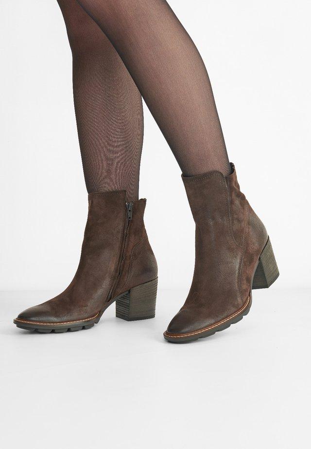 Korte laarzen - dunkelbraun 017