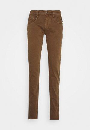 ANBASS - Slim fit jeans - cigar