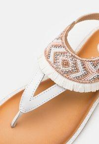 Gioseppo - BERMUDAS - T-bar sandals - blanco - 5