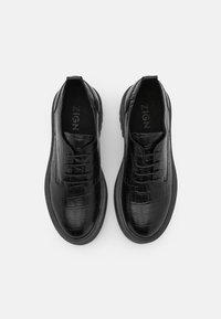 Zign - Chaussures à lacets - black - 5