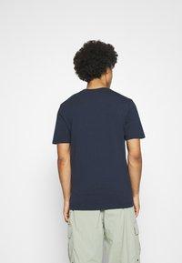 Scotch & Soda - ARTWORK TEE - T-shirt print - navy - 2