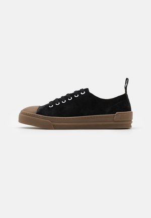 COURT DERBY SHOE - Sneakersy niskie - black