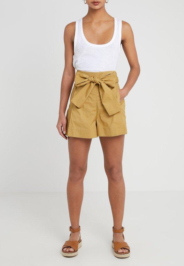 Shorts - honey brown