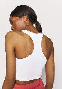 Cotton On Body - SEAMLESS HALTER RACER BACK TANK - Top - white - 4