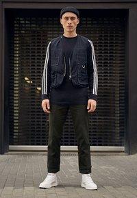 adidas Originals - 3 STRIPES CREW UNISEX - Sweatshirts - black - 3