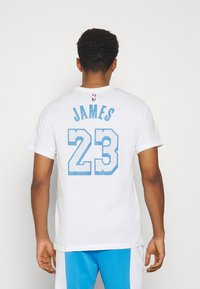Nike Performance - NBA LOS ANGELES LAKERS LEBRON JAMES CITY EDITION NAME NUMBER - Article de supporter - white - 2