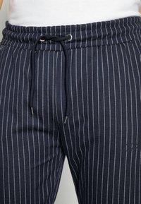CLOSURE London - PIN STRIPE - Teplákové kalhoty - navy - 4