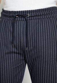 CLOSURE London - PIN STRIPE - Pantalon de survêtement - navy - 4
