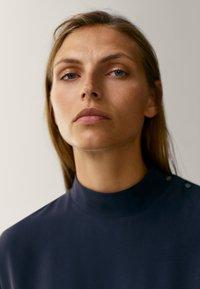 Massimo Dutti - MIT STEHKRAGEN - Long sleeved top - dark blue - 6