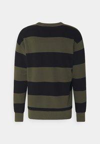 Nike SB - NOVELTY CREW UNISEX - Sweatshirt - khaki/black - 1