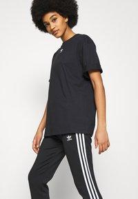 adidas Originals - TEE - T-shirts - black - 4