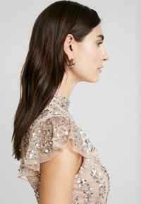 Maya Deluxe - HIGH NECK MAXI DRESS WITH SPLIT - Suknia balowa - taupe blush - 4