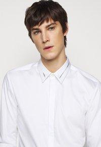 HUGO - KEEFE  - Formální košile - open white - 3