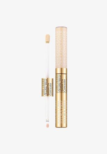 DOUBLE WEAR INSTANT FIX CONCEALER 11ML - Concealer - 0.5n ultra light
