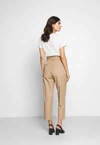 Marc O'Polo DENIM - PANTS - Pantalon classique - vintage beige - 2