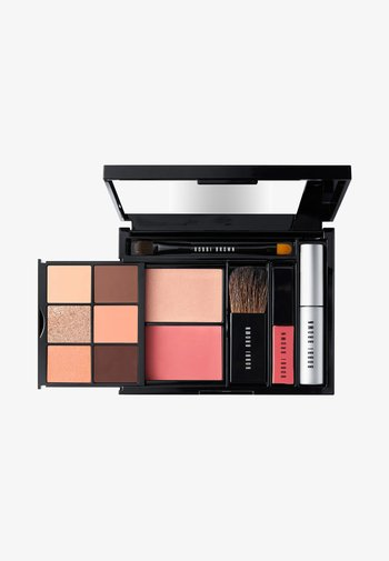 ON THE HORIZON EYE PALETTE