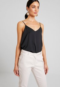 Fiveunits - KYLIE CROP - Trousers - bright sky - 4