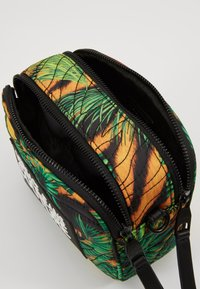 Versace Jeans Couture - JUNGLE PRINT CAMERA - Borsa a tracolla - multicoloured - 4