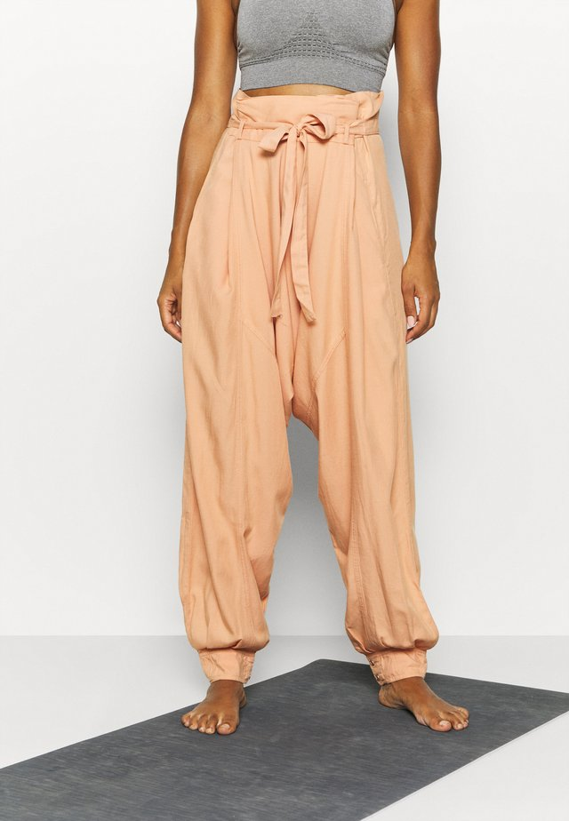 WADE AWAY HAREM - Pantaloni - med orange