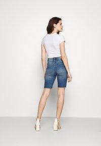 Vero Moda - VMLOA FAITH MIX - Short en jean - medium blue denim - 2