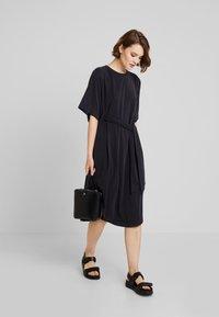 Monki - HESTER DRESS - Robe en jersey - black - 1