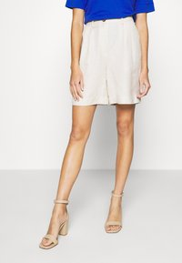 EDITED - JOANIE BERMUDA - Shorts - white swan - 0