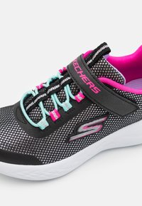 Skechers Performance - GO RUN 600 SPARKLE RUNNER  - Neutrální běžecké boty - black/hot pink/mint - 5