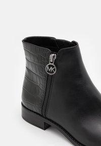 MICHAEL Michael Kors - LAINEY - Classic ankle boots - black - 4