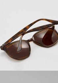 Ray-Ban - Sluneční brýle - dark brown - 5