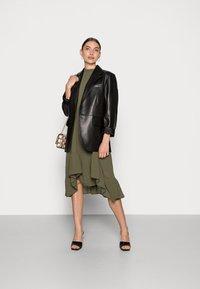 Saint Tropez - BOLETTE DRESS - Denní šaty - army green - 1