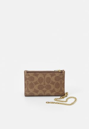 SIGNATURE ZIP CHAIN CARD CASE - Lommebok - tan/rust