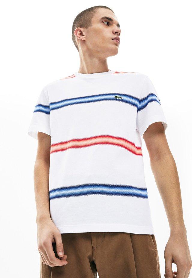 TH5065 - T-shirt imprimé - white/navy blue/red