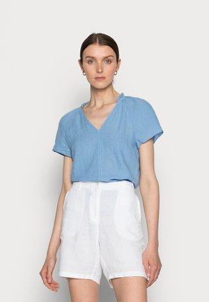 BLOUSE V-NECK SHORT SLEEVED  - T-Shirt basic - washed cornflower