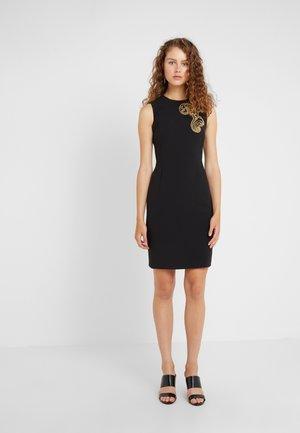 Pouzdrové šaty - nero