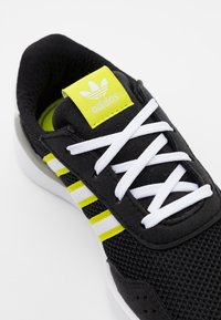 adidas Originals - RETROSET RUNNING INSPIRED SHOES - Trainers - core black/footwear white/semi solar yellow - 5