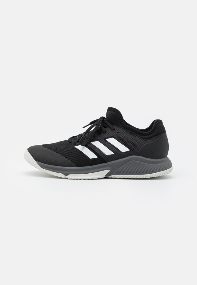 COURT TEAM BOUNCE INDOOR SHOES - Boty na házenou - core black/footwear white/grey four