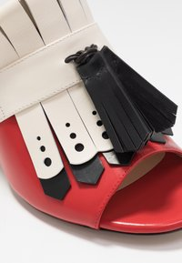 Mulberry - Heeled mules - rosso/nero/riso - 2