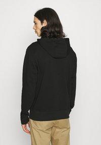 New Balance - ESSENTIALS EMBROIDERED HOODIE - Sweatshirt - black - 2