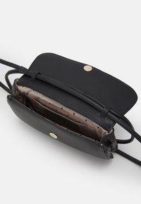 Red V - SHOULDER BAG - Handbag - nero - 3