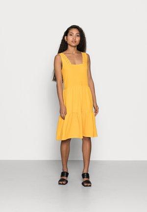 VMALICE SHORT DRESS PETIT - Vestido ligero - saffron