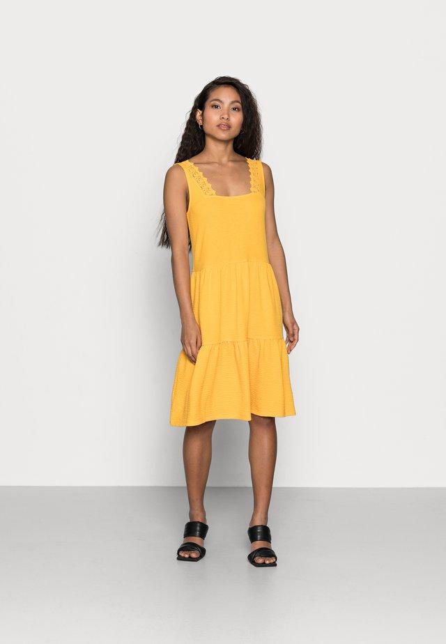 VMALICE SHORT DRESS PETIT - Jersey dress - saffron
