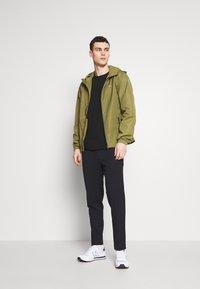 Tommy Jeans - PACKABLE - Veste coupe-vent - uniform olive - 1