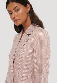 NA-KD - Short coat - pink/white - 3
