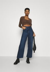 BDG Urban Outfitters - TWIN SET - Kardigan - chocolate - 1
