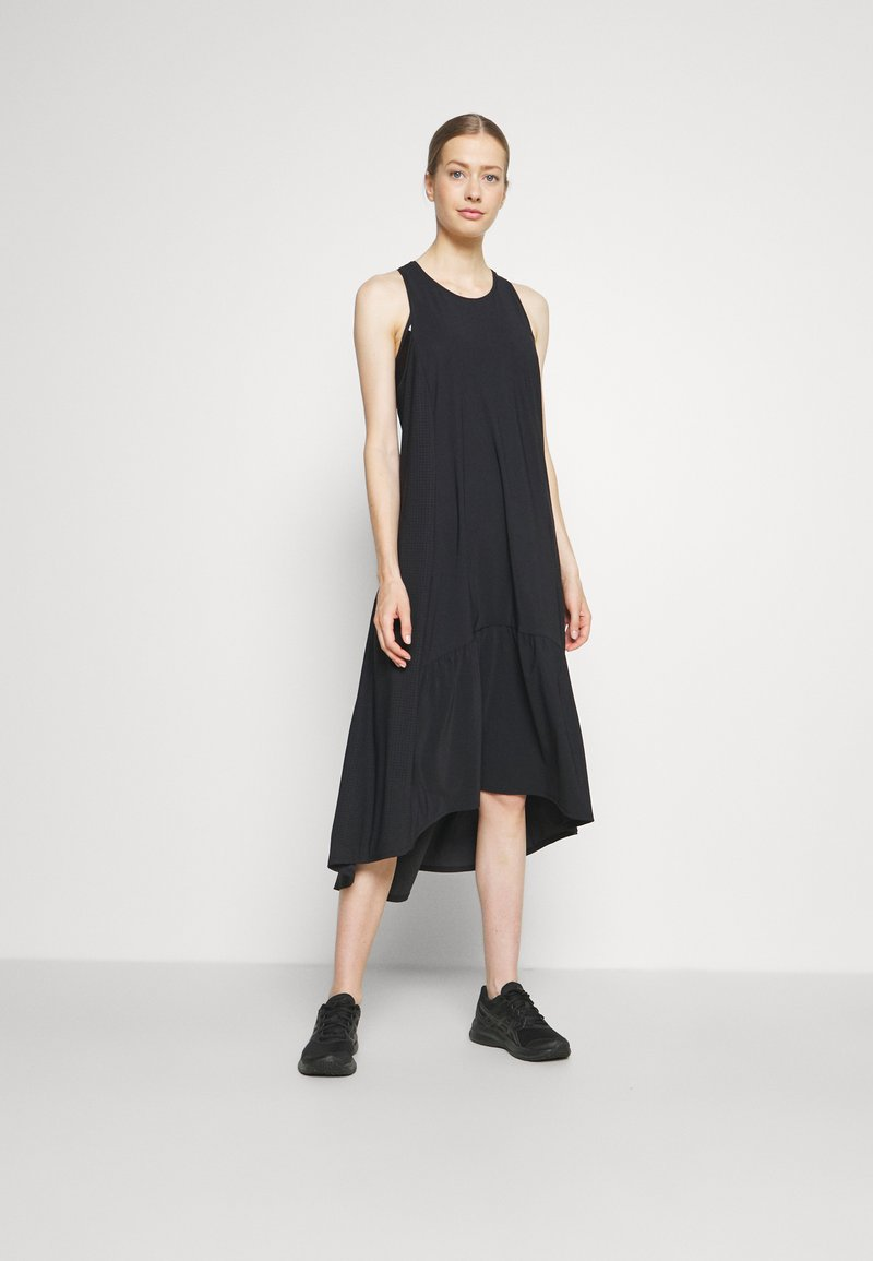Sweaty Betty - ACE MIDI SMOCK DRESS - Sportklänning - black