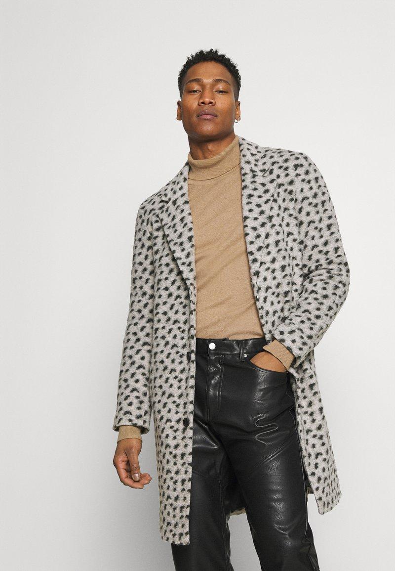 Topman - LEOPARD PRINT - Klasický kabát - grey
