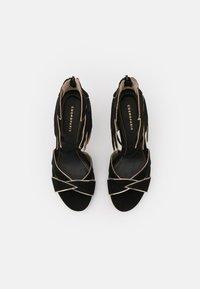 Cosmoparis - ZALIA - Ankle cuff sandals - noir/or - 5