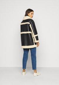Topshop Petite - BONDED BORG REVERSIBLE SHACKET - Winter coat - black/cream - 2